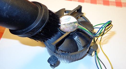 Удаление пыли с лопастей вентилятора