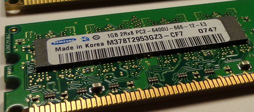 наклейка на модуле памяти